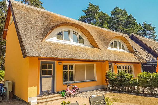 reetdachhaus leonie eg ferienwohnungen direkt am strand. Black Bedroom Furniture Sets. Home Design Ideas